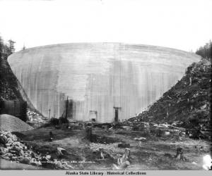 Salmon_Creek_Dam_Face_before_water_was_turned_in_82214